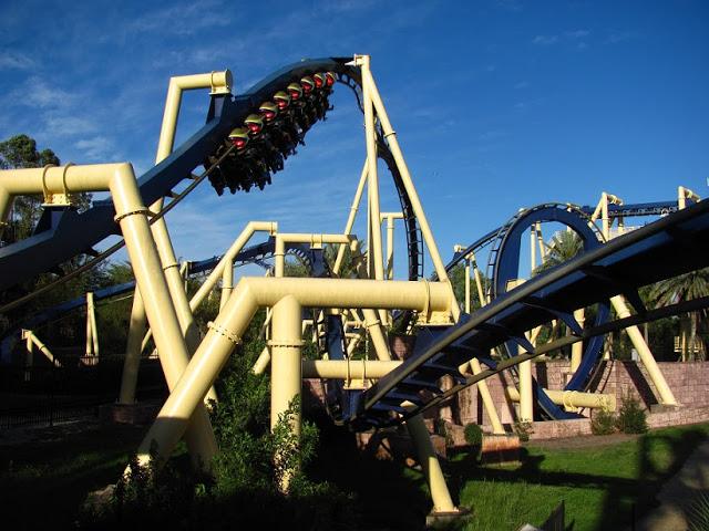 Montaña-rusa Montu en el Busch Gardens en Tampa