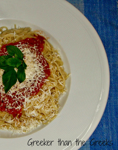 Spaghetti with Quick Greek tomato sauce