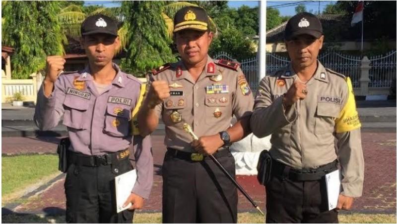 Kapolda NTB Brigjen Pol Umar Septono (tengah) bersama  Brigadir I Ketut Suryaningrat dan Brigadir Indrajaya