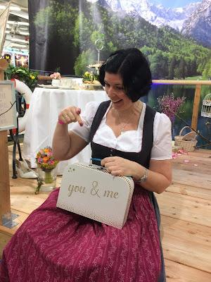 Uschi Glas Hochzeitsplanerin Hochzeitstage München 2017 AVR MOC Stand Riessersee Hotel Garmisch-Partenkirchen, wedding fair Munich 2017
