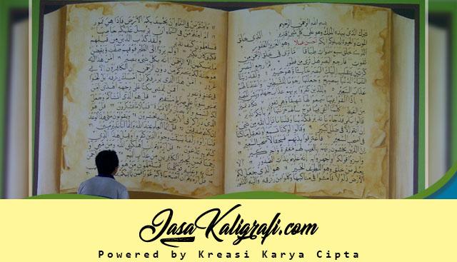 Pelukis Kaligrafi Dinding Masjid Islami