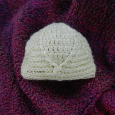 http://designsbydiligence.blogspot.com/2013/05/primrose-newborn-hat.html