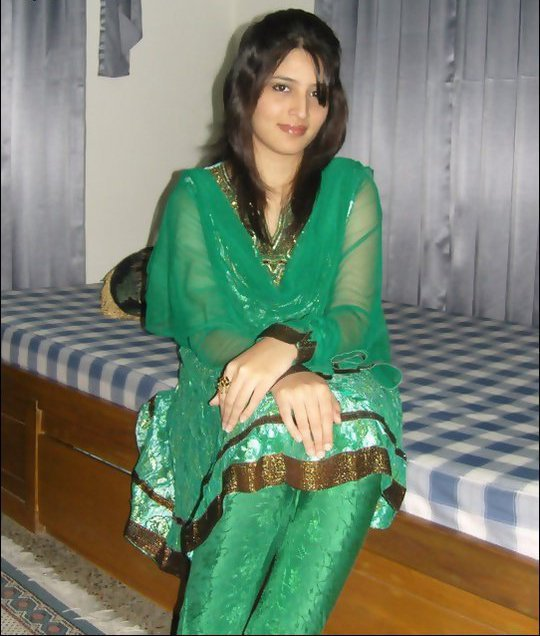 Unseen Pakistani Facebook Seductive Girls Photo Shoot -7762