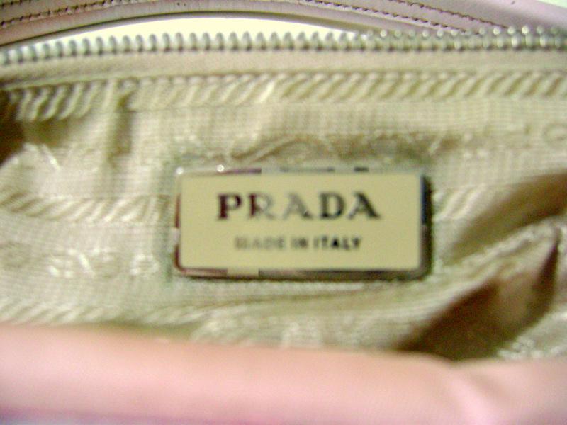 0481a6456 Placa interna da bolsa: Cor compatível com a cor do forro, laterais  arredondadas, letras em relevo