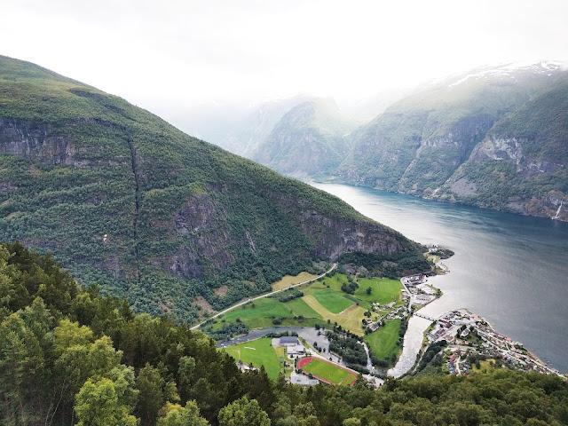 норвегия фьорды деревня горы с высоты