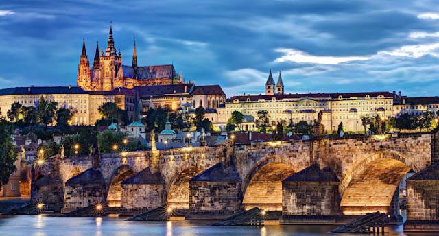 Passeio pelo Distrito do Castelo em Praga