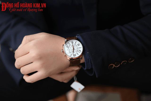 Đồng hồ đeo tay nam đẹp phù hợp với tay vừa tay to, mặc áo phông
