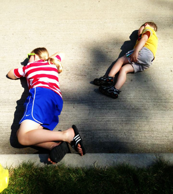 15+ Hilarious Pics That Prove Kids Can Sleep Anywhere - Napping On Concrete