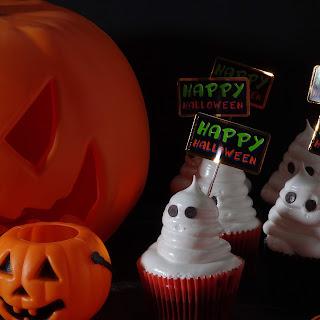 Cupcakes de chocolate y café con merengue