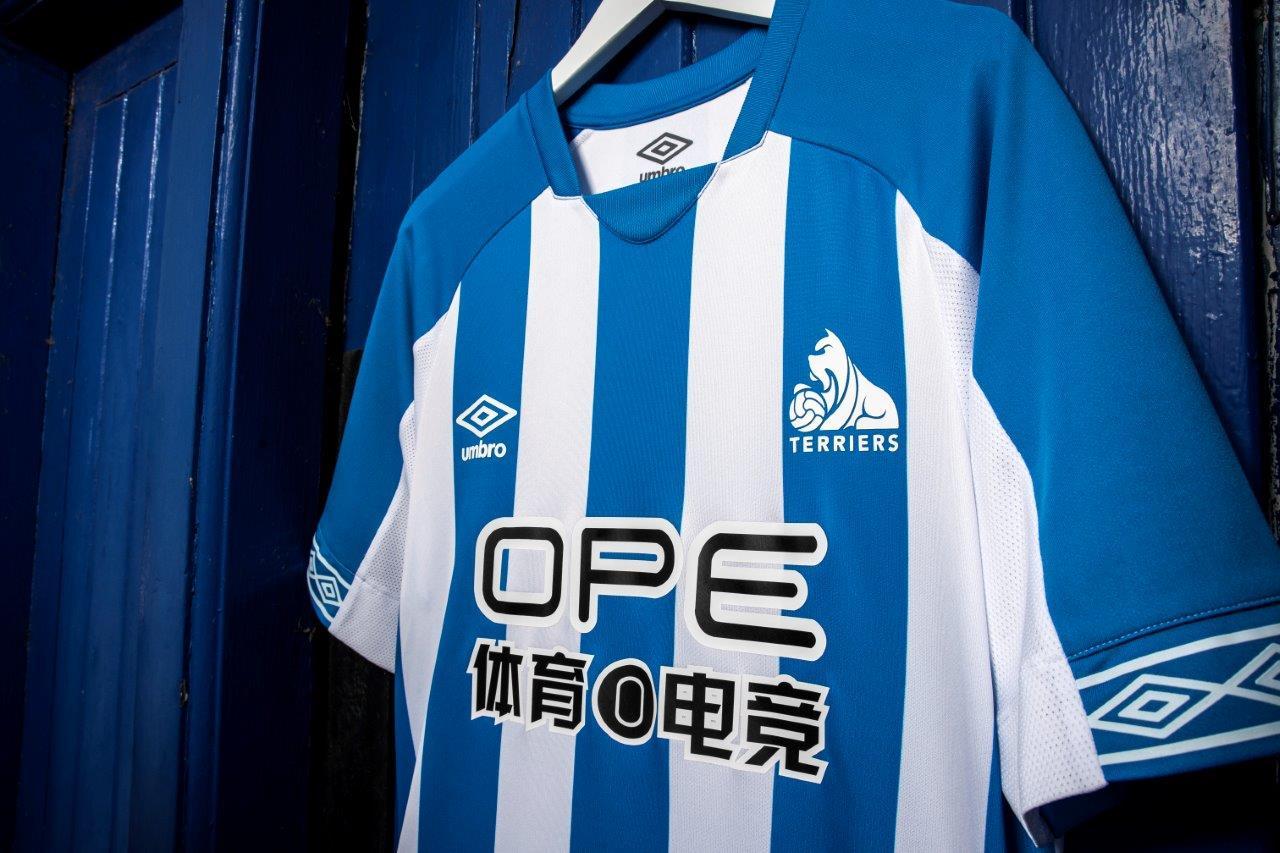 umbro-huddersfield-town-18-19-kit-3.jpg