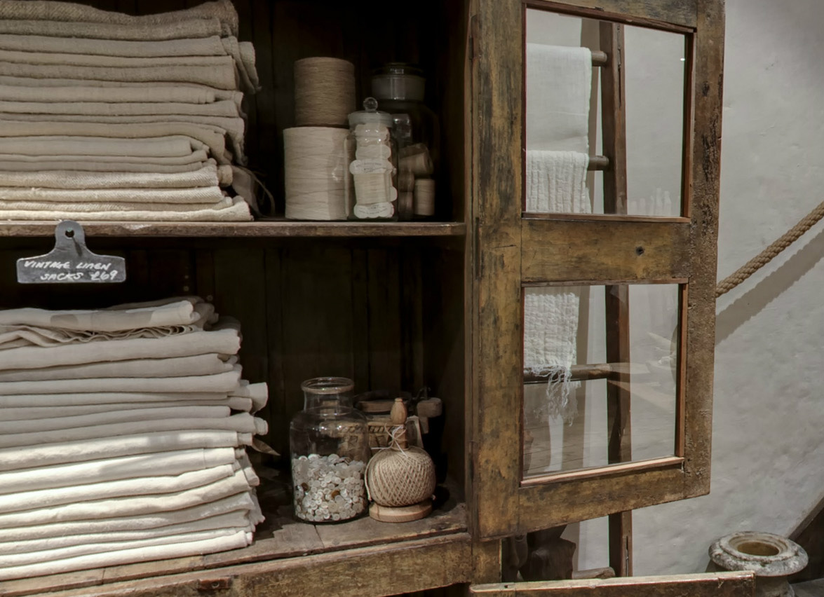 vintage linen sacks - a tour of i gigi general store - as seen on linenandlavender.net - http://www.linenandlavender.net/2014/01/source-sharing-i-gigi-general-store-uk.html