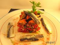 Ensalada de crudites de verduras mejillones y sardinas al aceite de vainilla