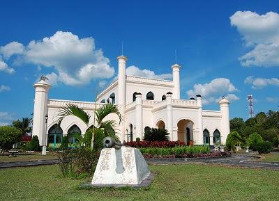 Tempat Wisata di Riau istana siak