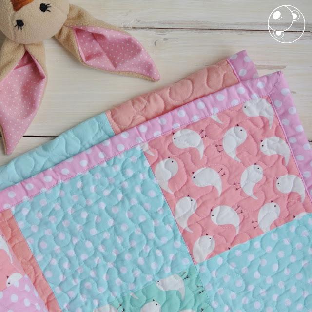 одеяло и игрушка новорожденному