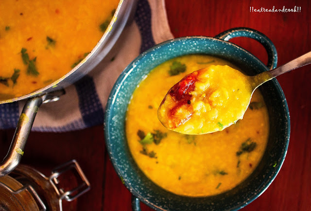 how to make bengali Simple Moong Dal Khichuri / Mug Daler Khichuri recipe