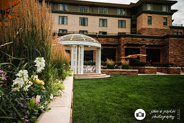 A photography of the courtyard at the St. Julien Hotel in Boulder Colorado for a wedding