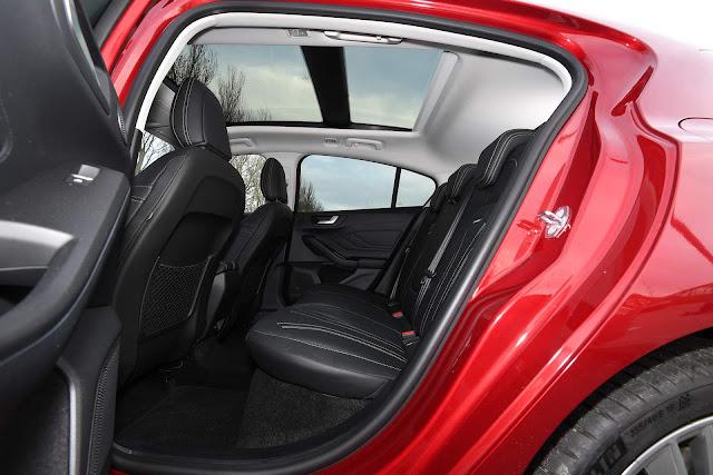 Ford Focus 2019 Vignale - espaço traseiro