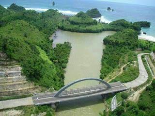 Muara sungai di Pantai Bajul Mati
