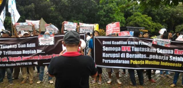 Sekelompok Orang Tuntut KPK Garap Menkumham Yasonna Laoly