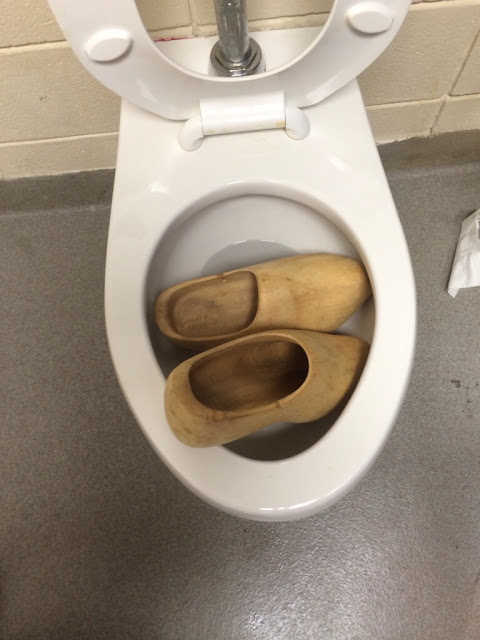 Funny Clogged Toilet Pun Picture
