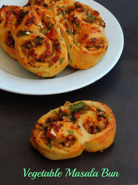 Eggless Vegetable Masala bun