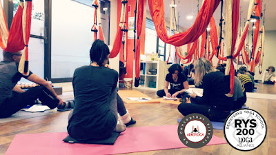 HAMAC YOGA AVEC AEROYOGA® ET AEROPILATES® INTERNATIONAL, AERIEN