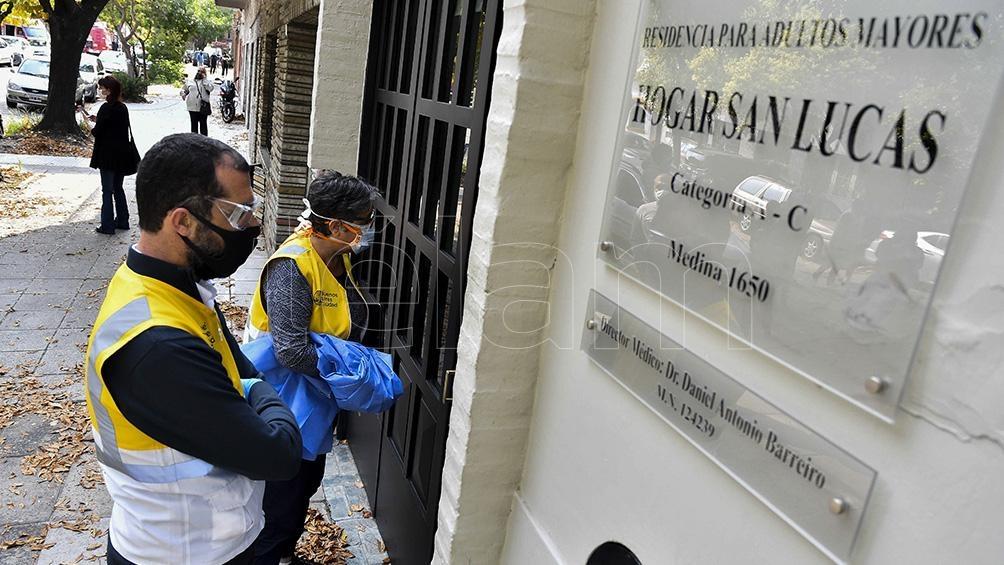 Piden hisopado obligatorio para las residencias geriátricas en Argentina