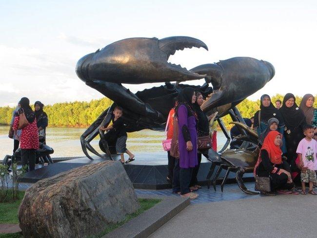 Статуя краба в краби
