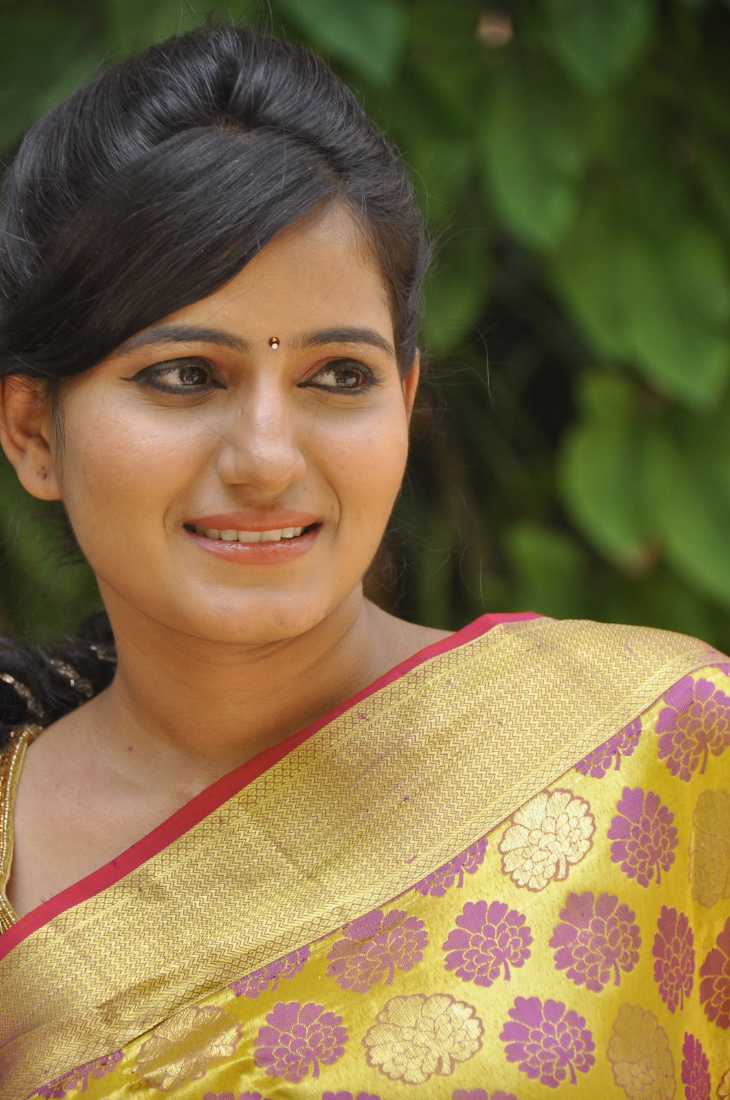 Model swathi latest photos at trendz exhibition