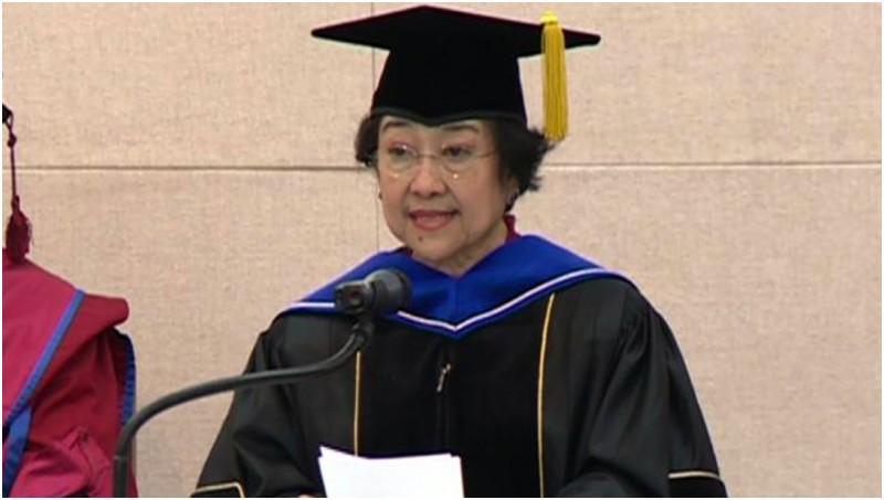 Megawati Soekarnoputri saat menerima gelar doktor honoris causa di Korsel