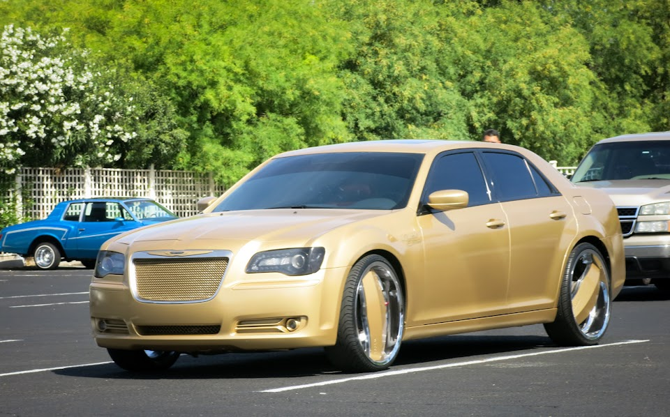 Chrysler 300 gold