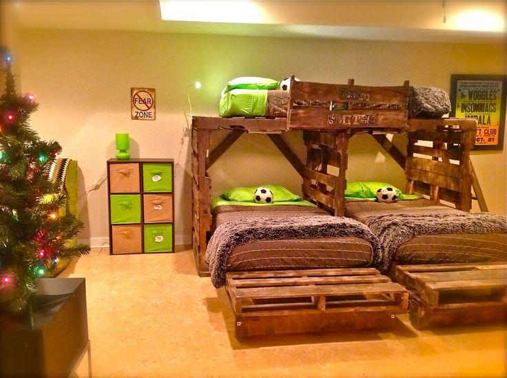 Litera triple con palets for Bases de cama hechas con tarimas