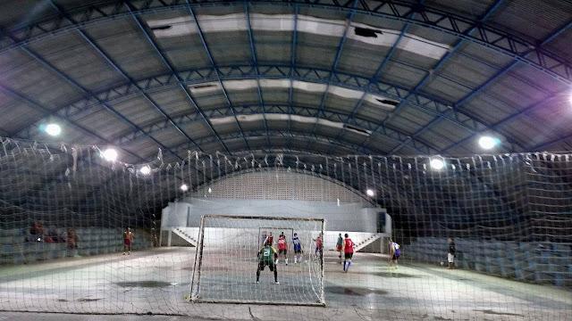 Em Delmiro Gouveia, Ginásio de Esporte do Bairro Eldorado encontra-se com furos no teto, impossibilitando a prática esportiva em período de chuva