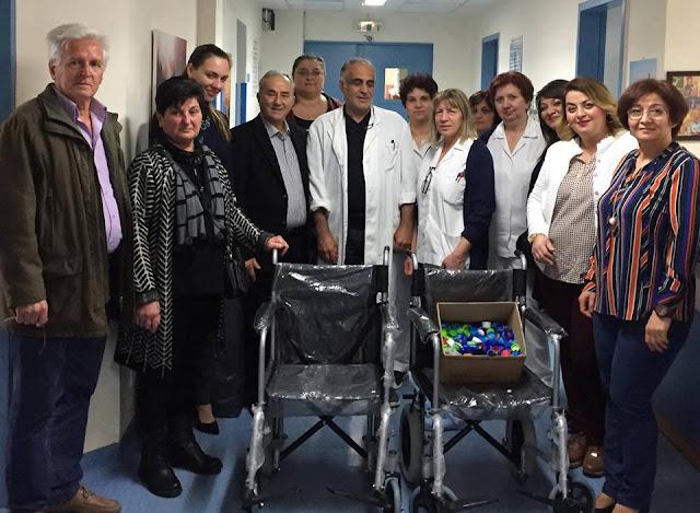 Τρία αναπηρικά αμαξίδια σε ανθρώπους που το έχουν ανάγκη παρέδωσε η Εύξεινος Λέσχη Χαρίεσσας