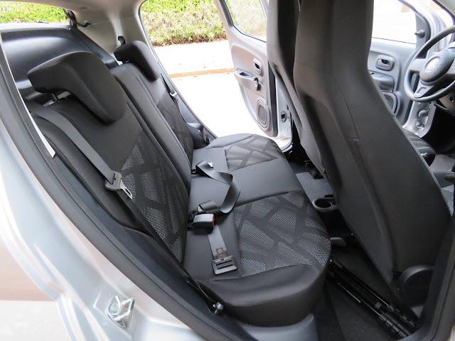 carro Fiat Mobi - espaço no banco traseiro