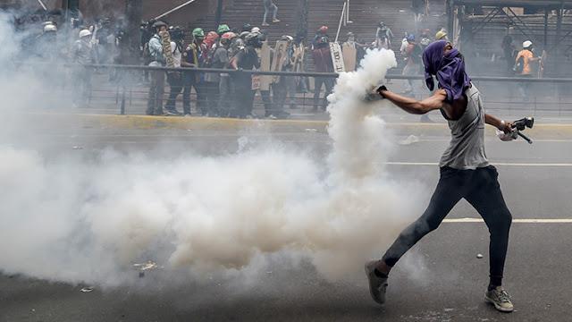 ¿Escudos humanos? Oposición venezolana usa a niños al frente de sus protestas violentas