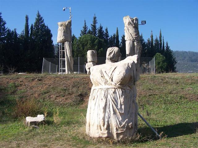 Artemis ve arkada replika(mulaj)ları