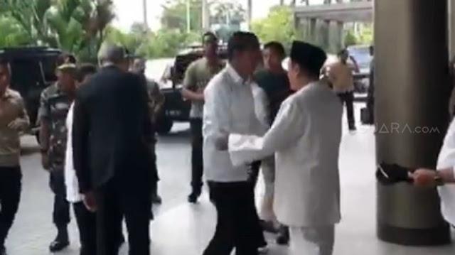 Sebelum Kampanye di GBK, Jokowi Diberi Sorban Mbah Moen dan Tasbih Habib Luthfi