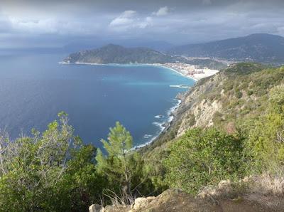 panorama di Riva trigoso dal sentiero verso Punta Baffe