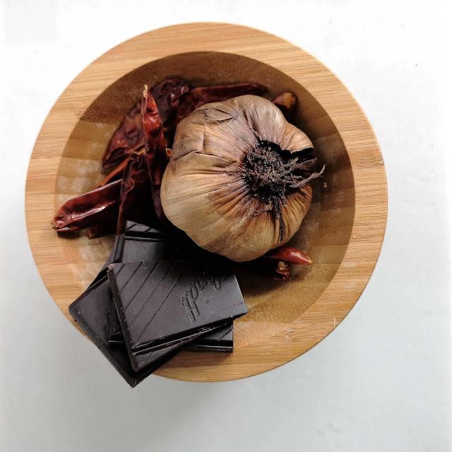 recette,sirop-ail-noir,chocolat,piment,trait-carre-1665,madame-gin