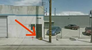 Ήταν ξεχασμένη για 10 χρόνια… Μέχρι που κάποιος την είδε στο Google Maps να κάθεται μπροστά από μια αποθήκη!