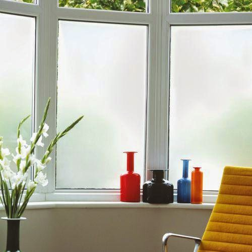 Aplikasi Stiker Sandblas di Kaca Jendela Rumah