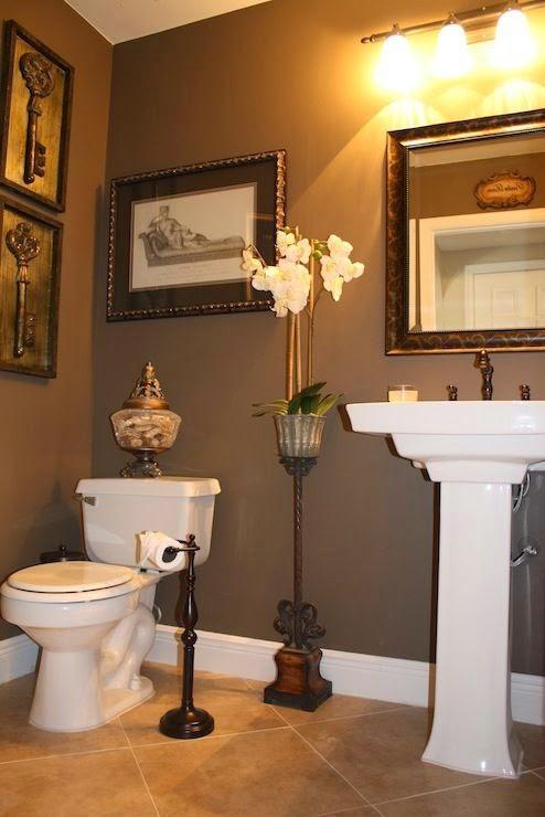 decoración baño con cuadros