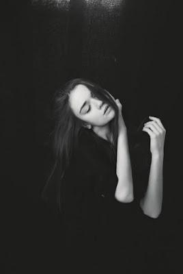 Model cantik perempuan seksi IGO Cewek cantik dengan foto model di dalam ruangan