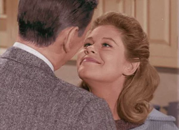 Bewitched - Season 1 Episode 01: I, Darrin, Take This Witch, Samantha