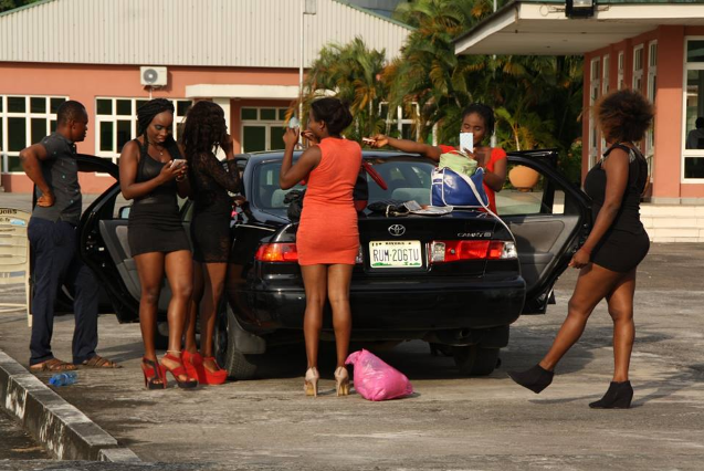 PHOTOS OF BEAUTIFUL, S.EXCY LADIES WHO OFFERD FREE CAR WASH SERVICES IN CALABAR