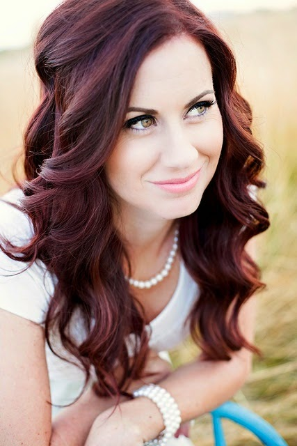 very nice hair style & color. I need to learn how to style my hair like this!