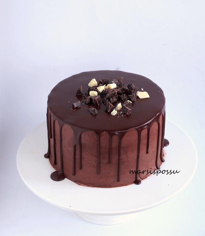 Suklaakakku joulupöytään