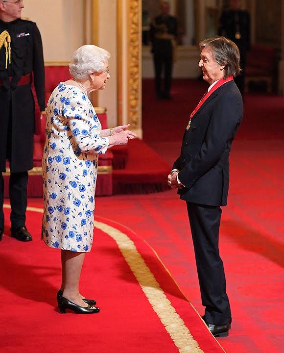 Paul McCartney fait «Compagnon d'honneur» par la reine Elisabeth II