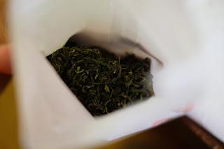 世界にひとつだけの自分が摘んだ茶のてもみ茶
